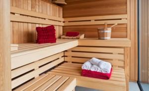 photodune-2079575-interior-of-a-wooden-sauna-s-650x400 media.Bauunternehmen-Suedtirol